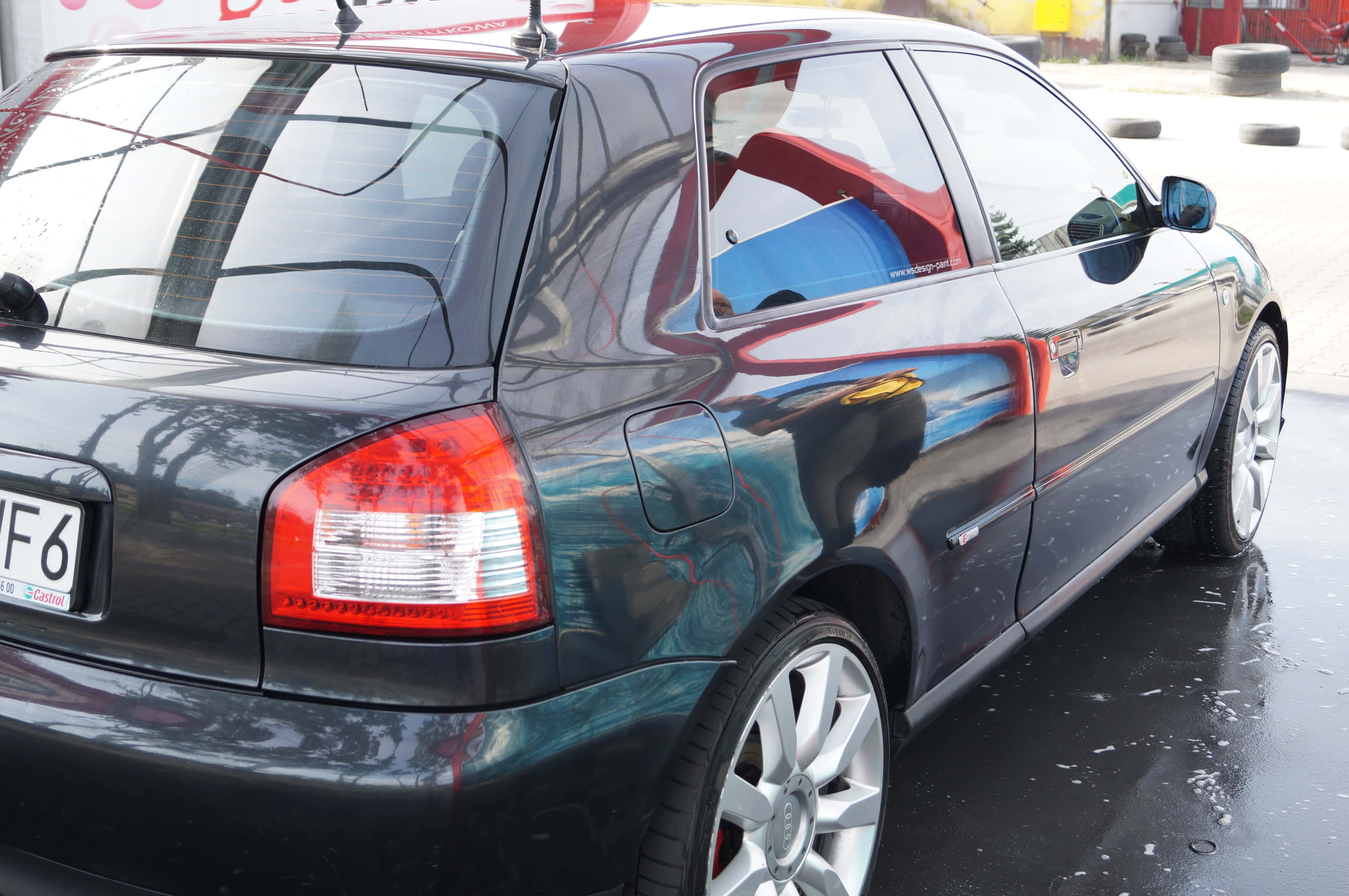 Jak domyć samochód po myjni bezdotykowej?