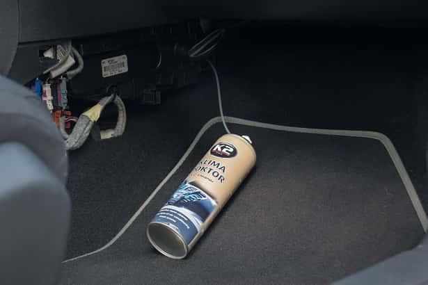 czyszczenie klimatyzacji przez filtr kabinowy lub inaczej zwany przeciwpyłkowy