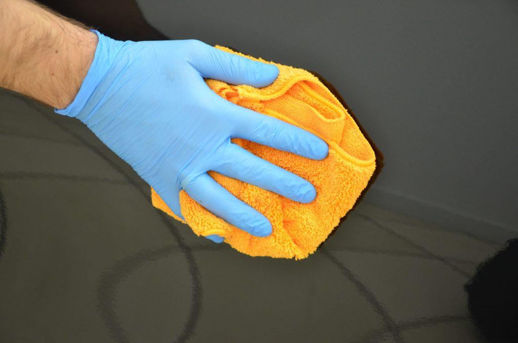 Polerowanie lakieru mikrofibrą