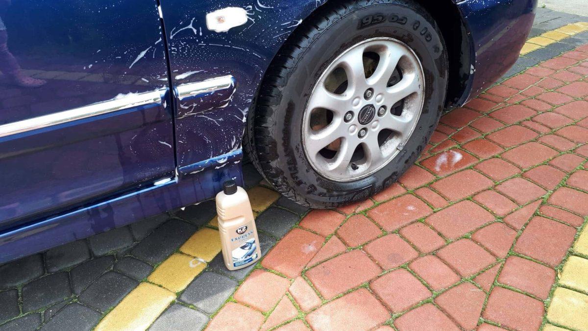 Mycie auta. Maskowanie odprysków. Woskowanie lakieru.