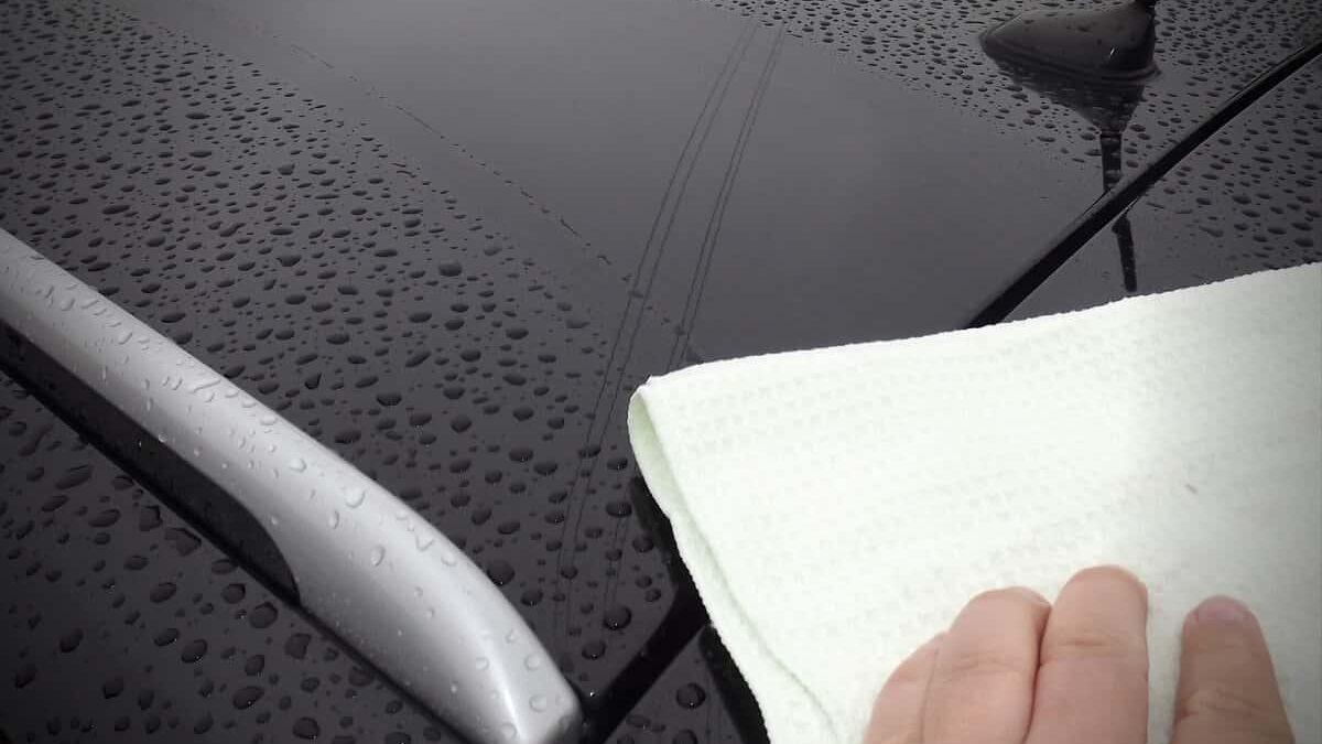 Jak osuszyć auto po umyciu?