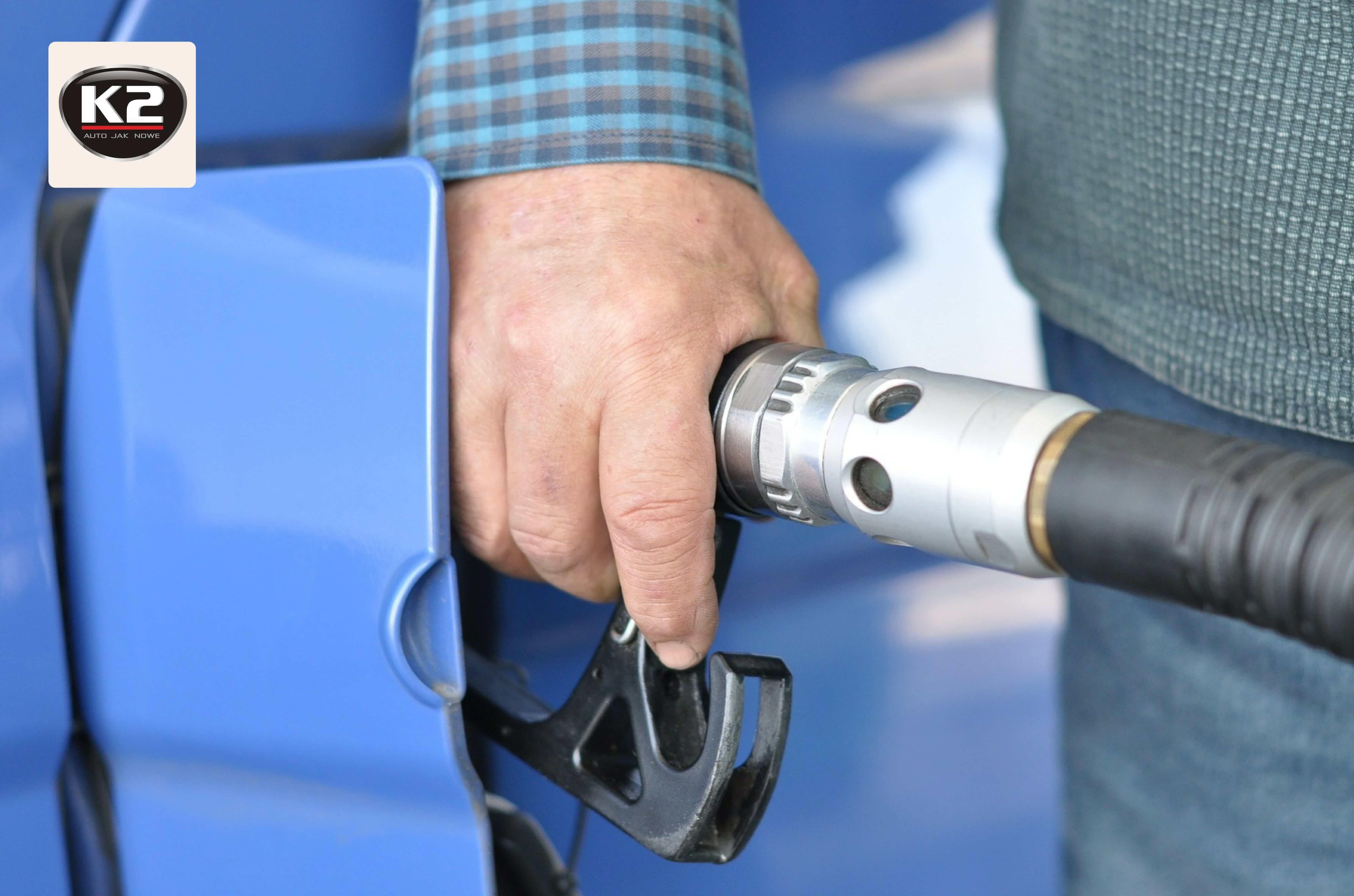Zapach benzyny w aucie