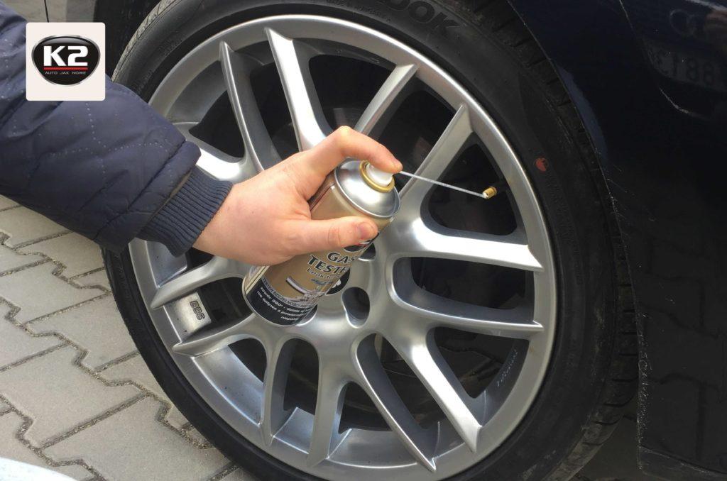 Sprawdzanie szczelności koła samochodowego