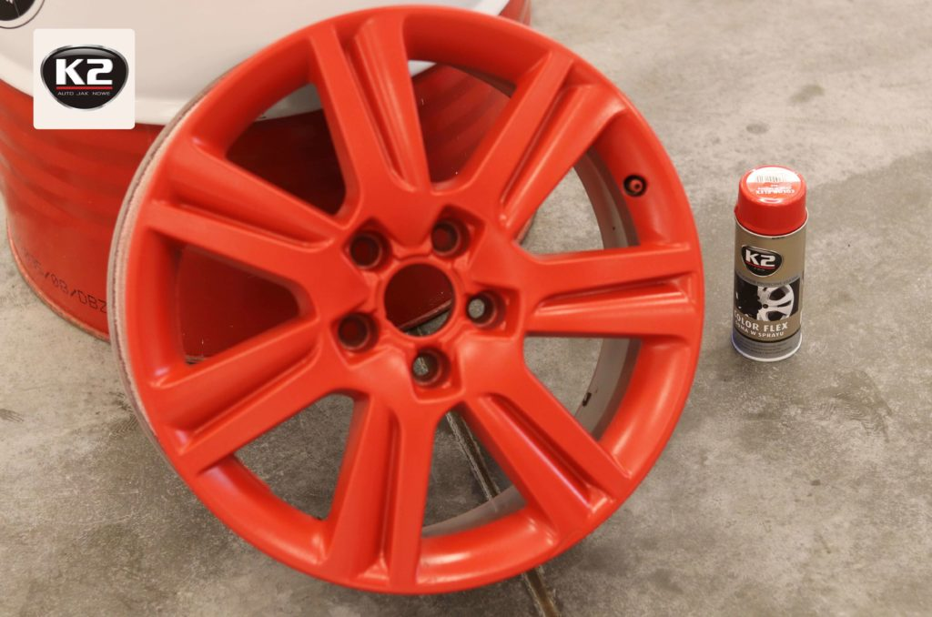 Czerwona guma w sprayu