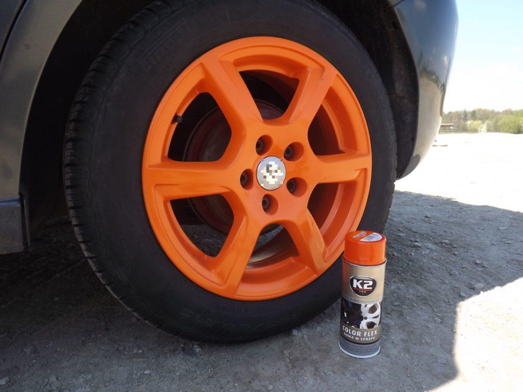 K2 Color Flex przy kole samochodowym