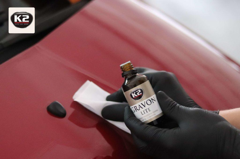 Nakładanie powłoki ceramicznej na lakier samochodu