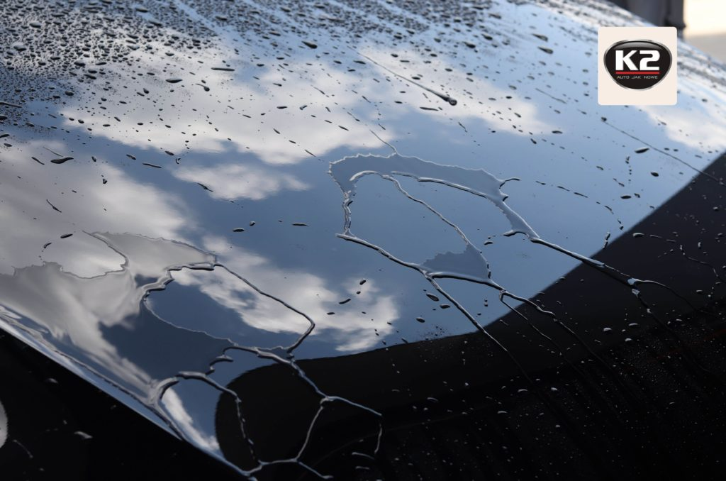 Efekt hydrofobowości po zastosowaniu szamponu samochodowego K2 Vena