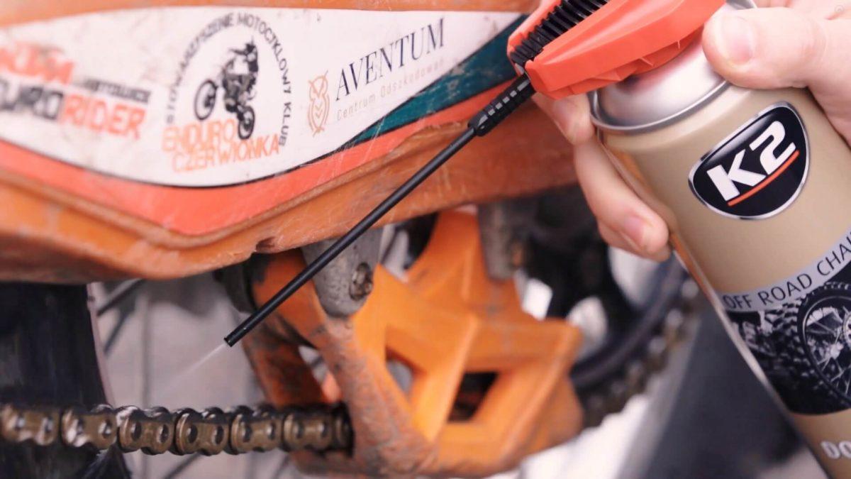Jak smarować łańcuch w motocyklu terenowym?