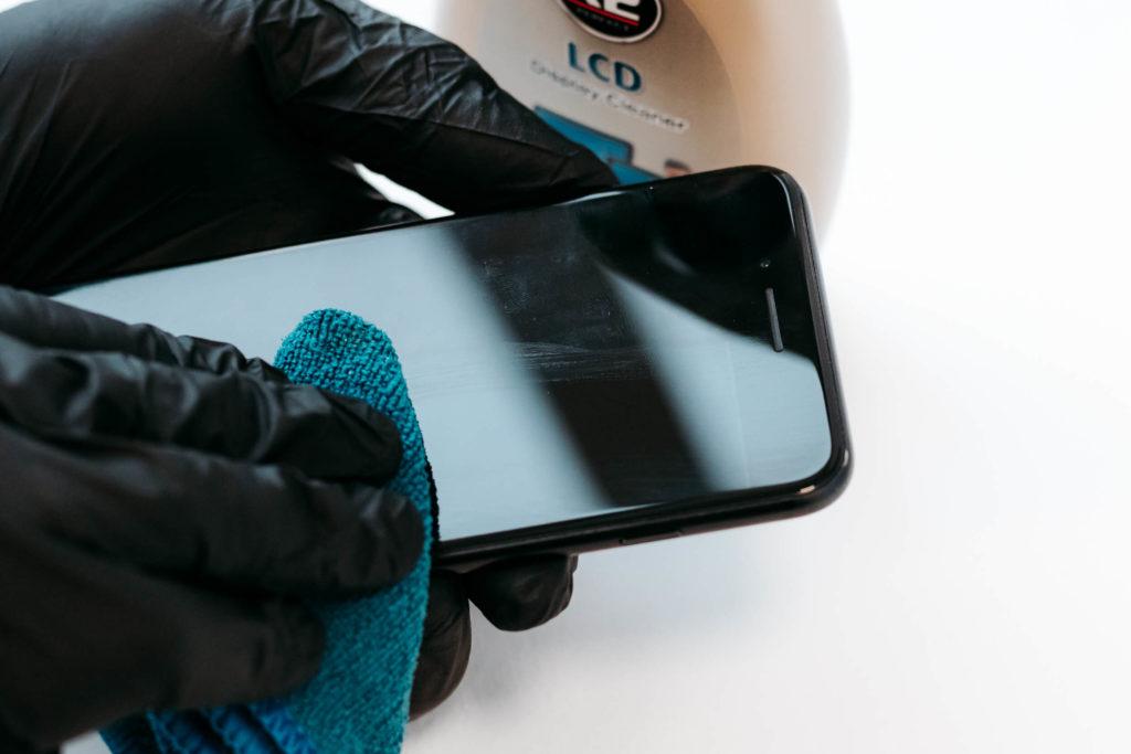 Czyszczenie dotykowego ekranu telefonu
