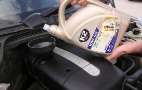 Jak dolać olej silnikowy?