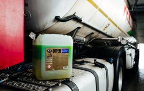 Najlepszy środek do bezdotykowego mycia samochodów ciężarowych, przyczep i plandek.
